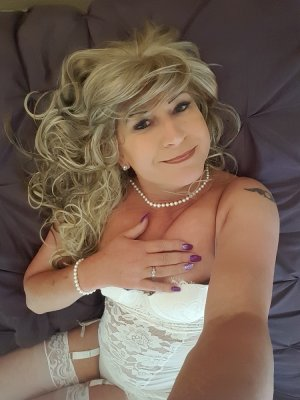 Lilouann adult dating in Algonquin